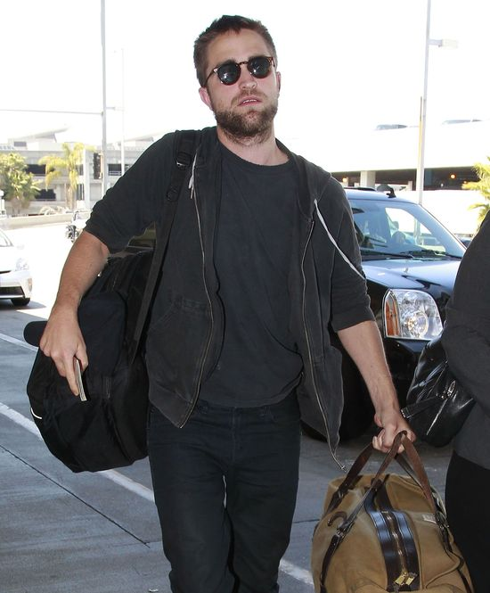 Kristen Stewart pije i pisze smsy do Roberta Pattinsona