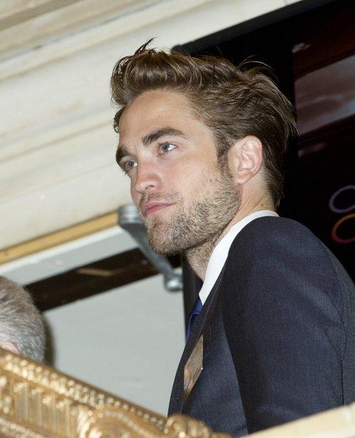 Kto pociesza Roberta Pattinsona?