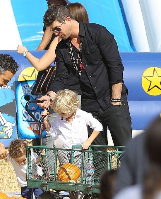 Robin Thicke pokazuje, że jest dobrym ojcem (FOTO)