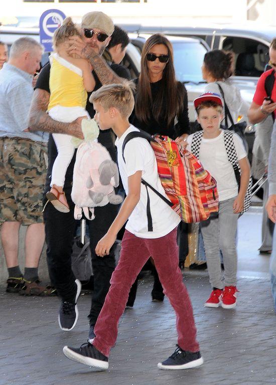 Synowie Victorii i Davida nie powinni by� w szkole? (FOTO)