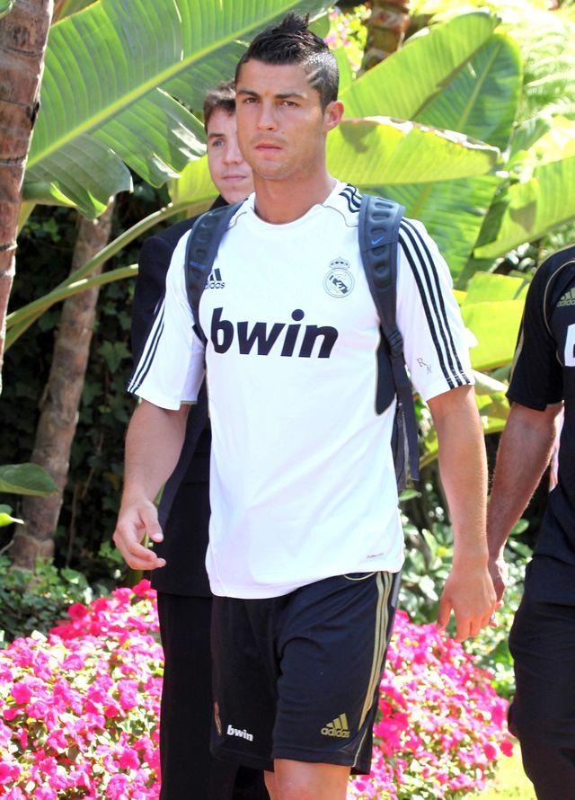 Matka Cristiano Ronaldo rozwa�a�a usuni�cie ci��y!