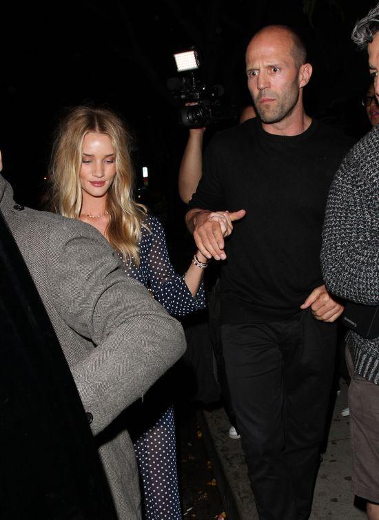 Pijana Rosie Huntington-Whiteley wychodzi z klubu (FOTO)