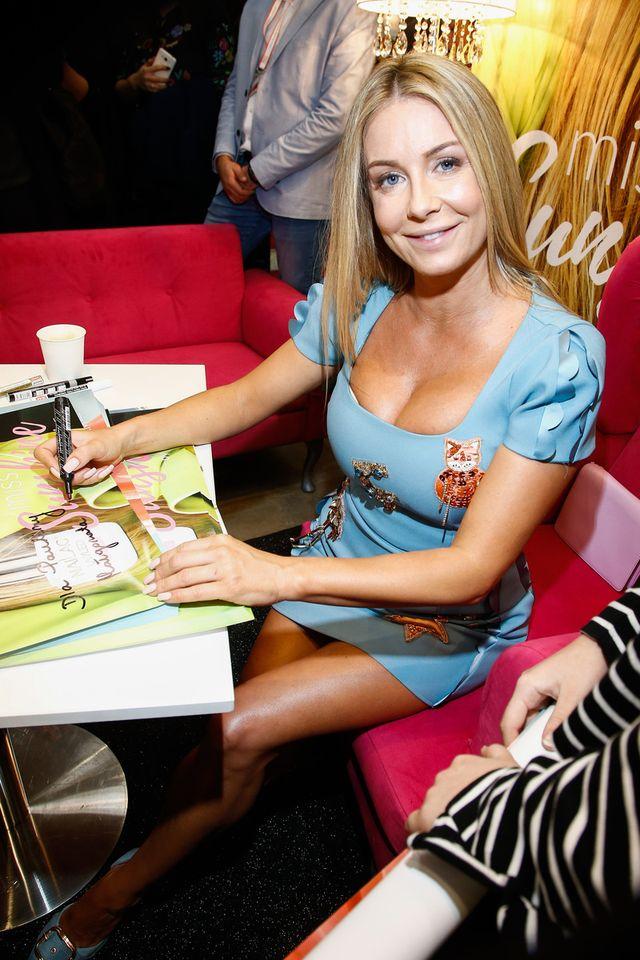 Opalona Małgosia Rozenek-Majdan z WIELKIM DEKOLTEM reklamuje lakiery do paznokci