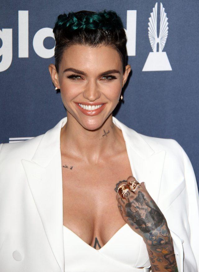 Dyskretne tatuaże nie są dla niej (FOTO)