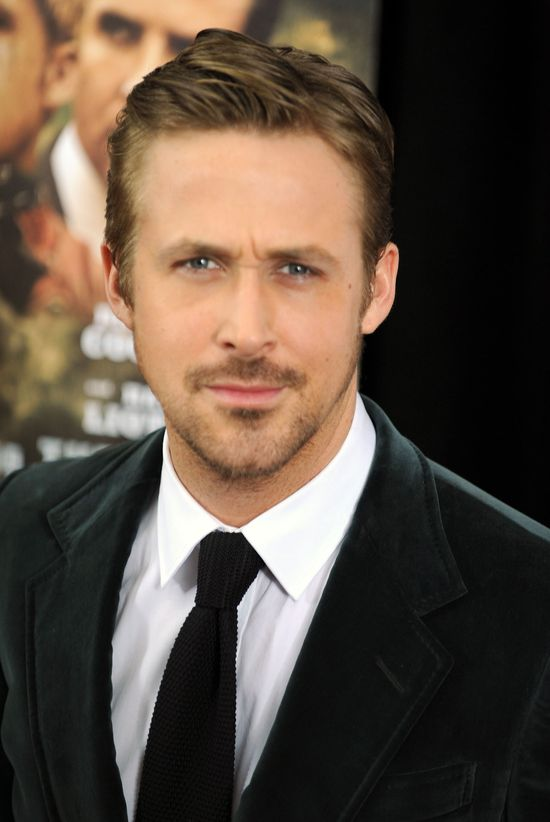 Ryan Gosling nie relaksuje się z Evą Mendes, ale...