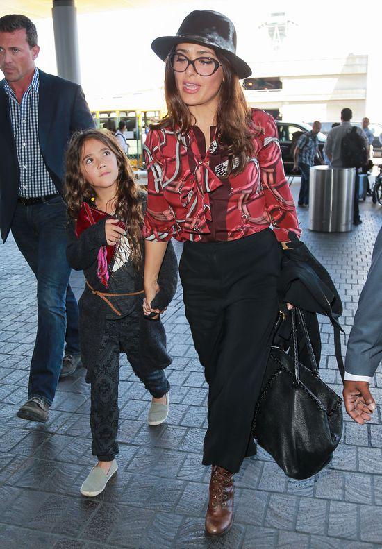 Paparazzi popsuli humor Hayek i jej córce (FOTO)