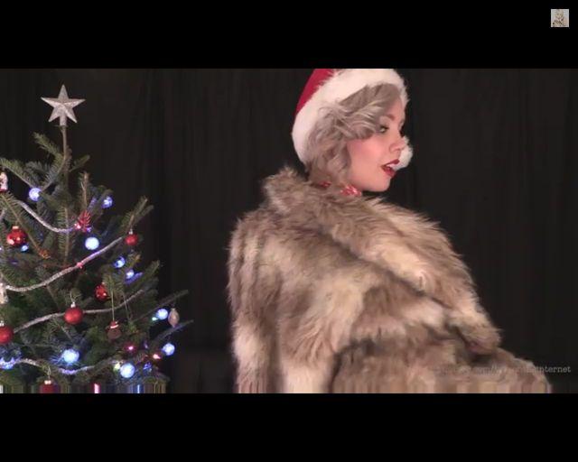Twerkająca biustem Sara X przedstawia Jingle Boobs [VIDEO]