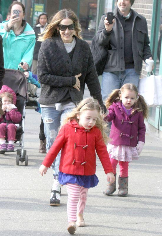 Modna mama w drodze do szkoły (FOTO)