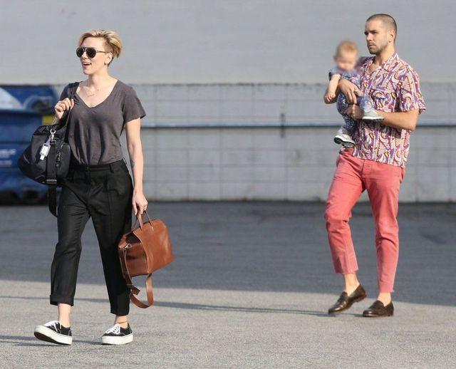 Scarlett Johansson w końcu przyłapana z całą rodzinką (FOTO)