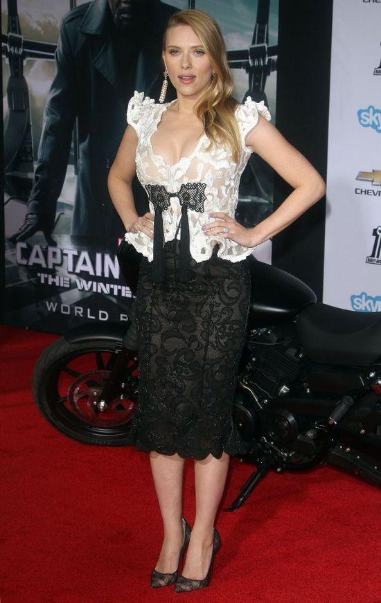 Scarlett Johansson zdradza, co zrobi�, by nie przyty�...