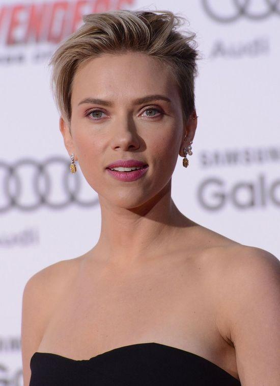Scarlett Johansson jest chuda jak patyk? (FOTO)