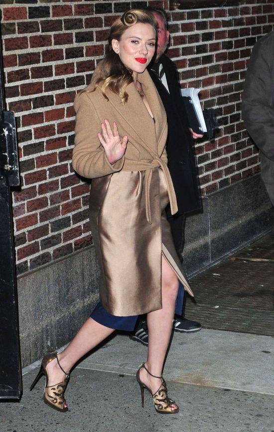 Scarlett Johansson w stylu starego Hollywood (FOTO)