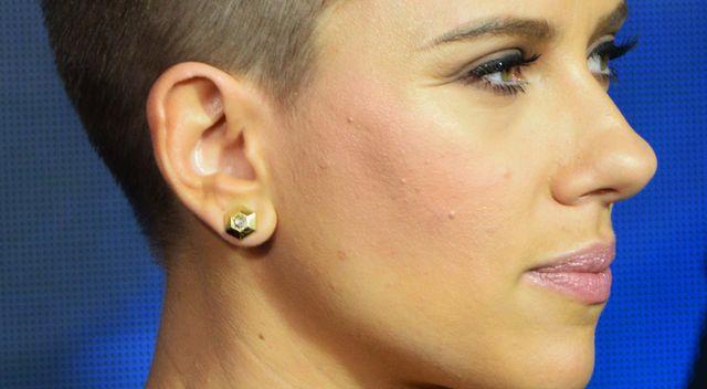 Scarlett Johansson Ma Coraz Krótsze Włosy Zdjęcia