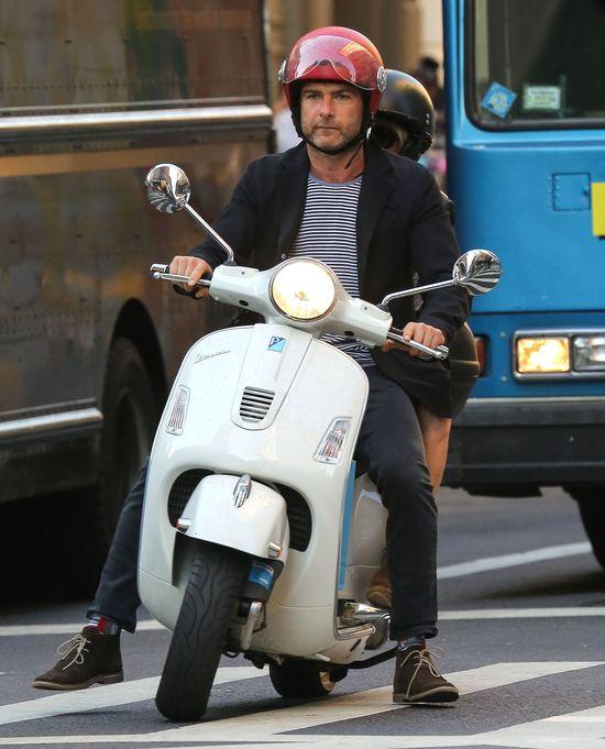 Naomi Watts, Liev Schreiber i rajd skuterem (FOTO)
