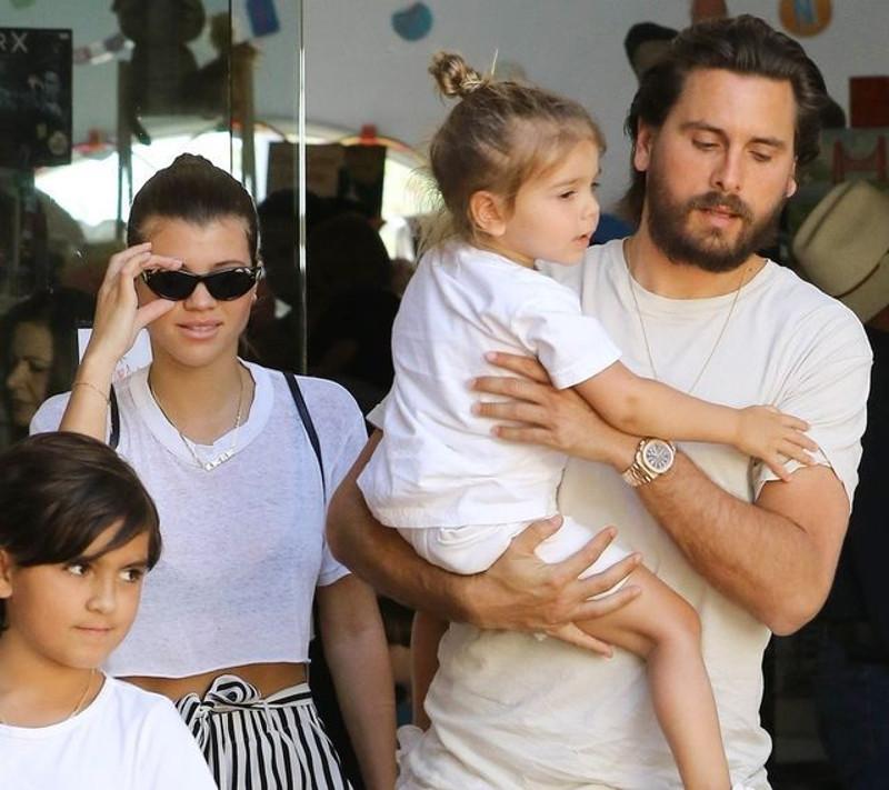 Znajomi martwią się o Kourtney Kardashian. Wciąż wypisuje do Scotta