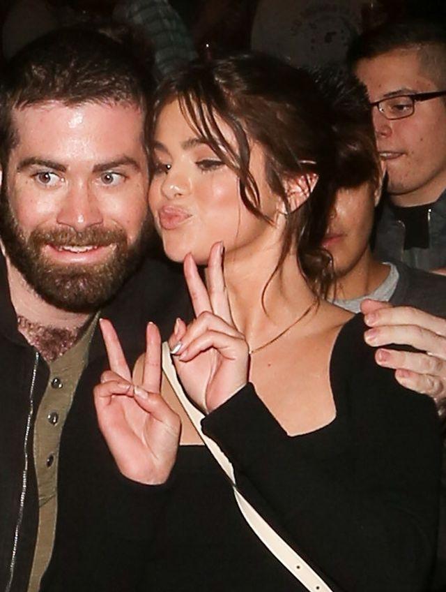Selena Gomez w naszyjniku, który mówi bardzo dużo (ZDJĘCIA)