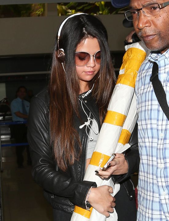 Selena Gomez wylądowała w LA z tajemniczymi pakunkami
