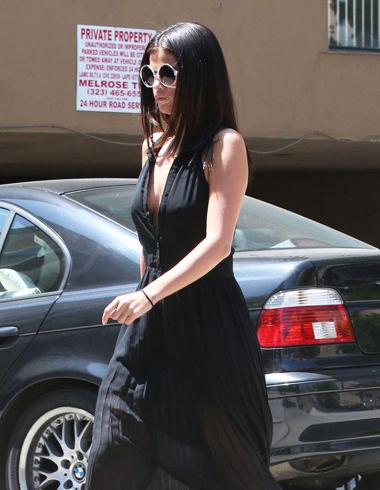 Selena Gomez bez stanika (FOTO)
