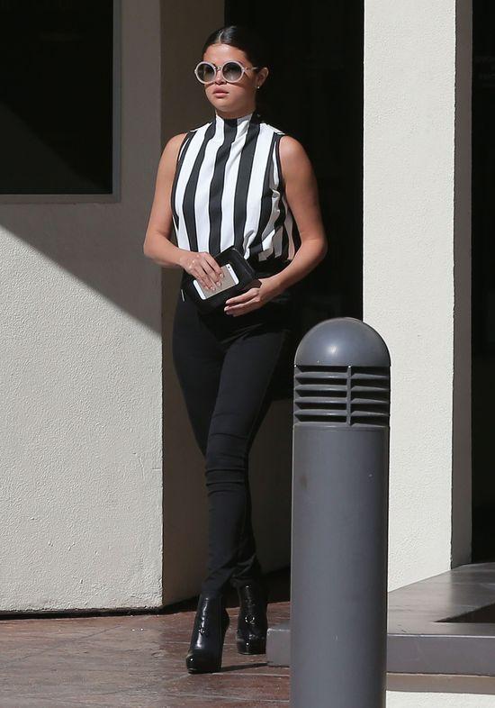 Selena Gomez czerpie modowe inspiracje od swojej rywalki?