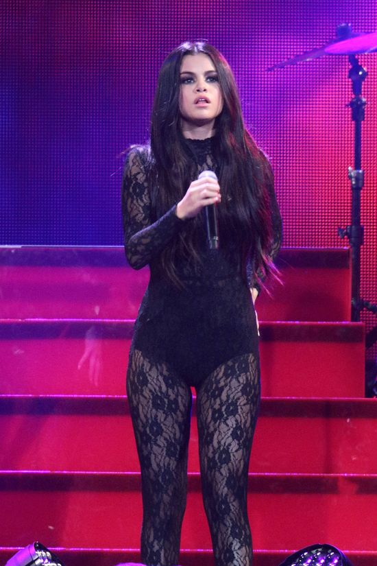 Selena Gomez ściągnie płaszcz, a Tobie opadnie szczkęka