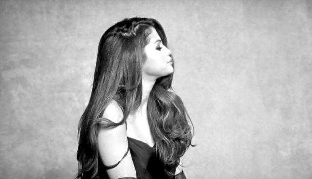 Selena Gomez wypuściła nowy teledysk. Uwodzi! I to w ubraniu!