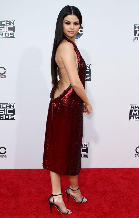 Selena Gomez w bikini! Jest moc! (FOTO)
