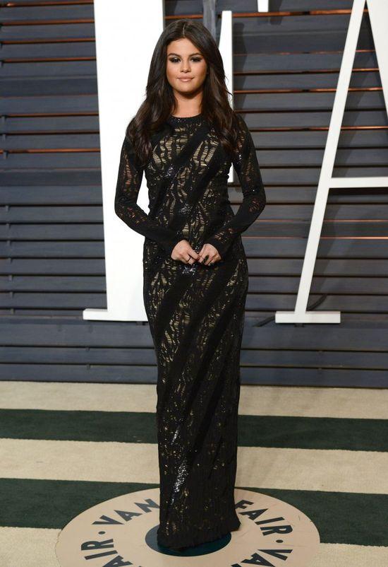 To nie choroba. Selena Gomez po prostu przytyła (FOTO)
