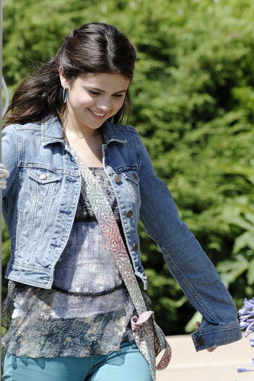 Selena Gomez cała w skowronkach (FOTO)