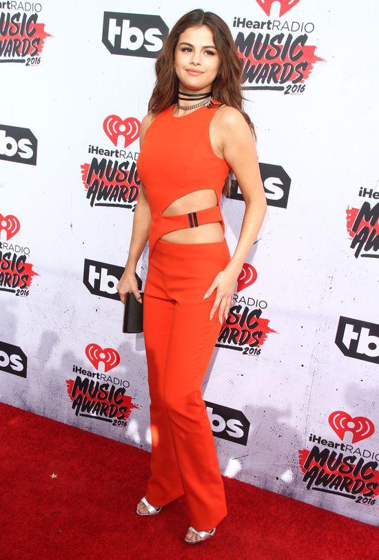 Ten moment, gdy Selena Gomez wypada słabo na ściance (FOTO)