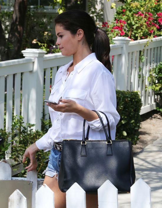 Selena Gomez brakiem makijażu odjęła sobie lat (FOTO)