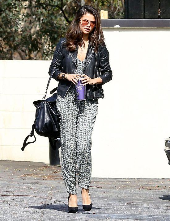 Selenie Gomez już znudziły się doczepiane włosy (FOTO)