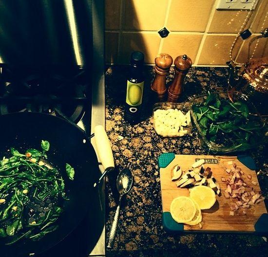 Co się dzieje, gdy Selena Gomez wkracza do kuchni?