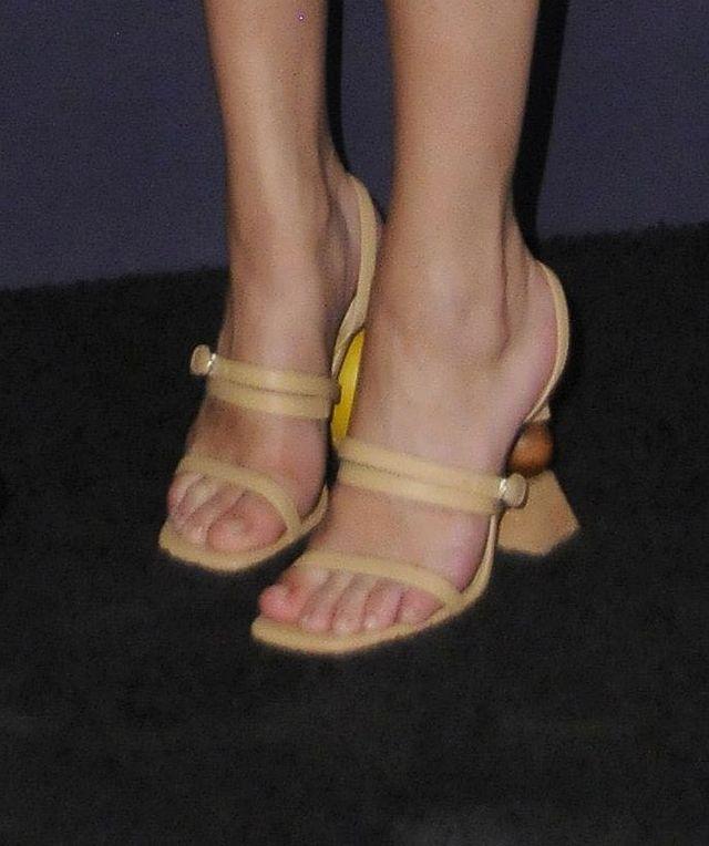 Jak to się stało, że Selena Gomez przyszła na ściankę w dwóch różnych butach?