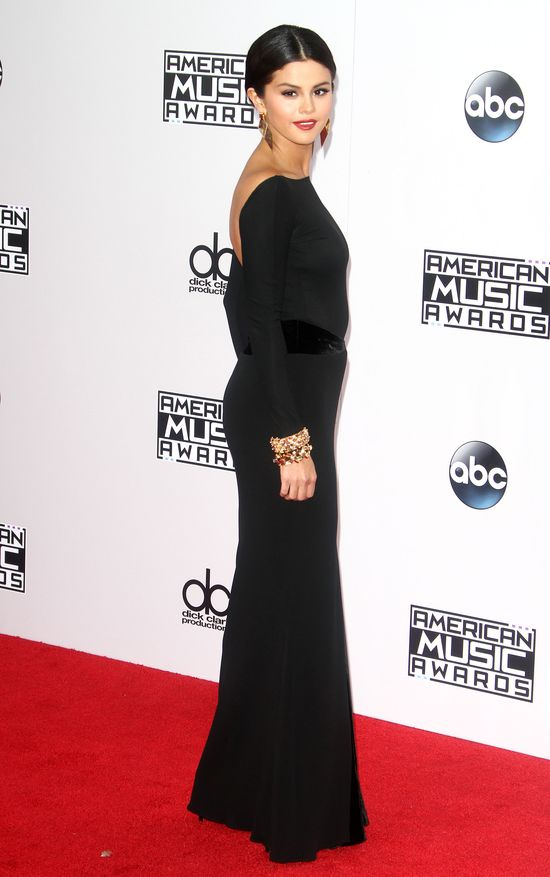 Selena Gomez jak w żałobie na AMA 2014 (FOTO)