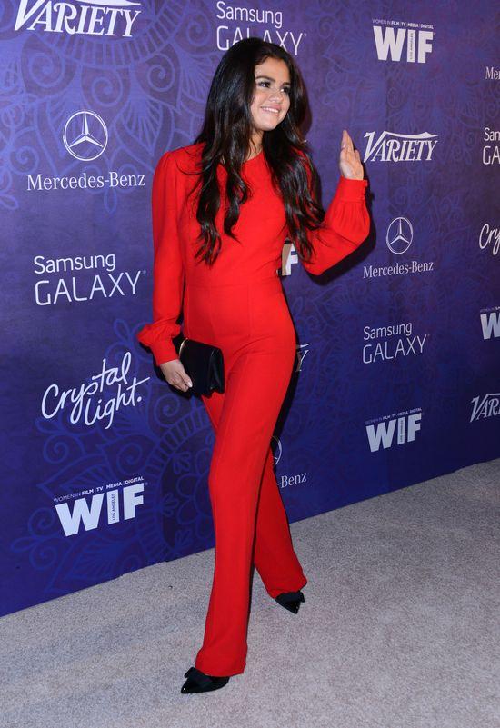 Świat śmieje się ze stylizacji Seleny Gomez (FOTO)