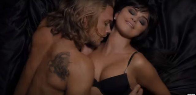 OMG! To nagranie z Selen� Gomez wgniata w fotel