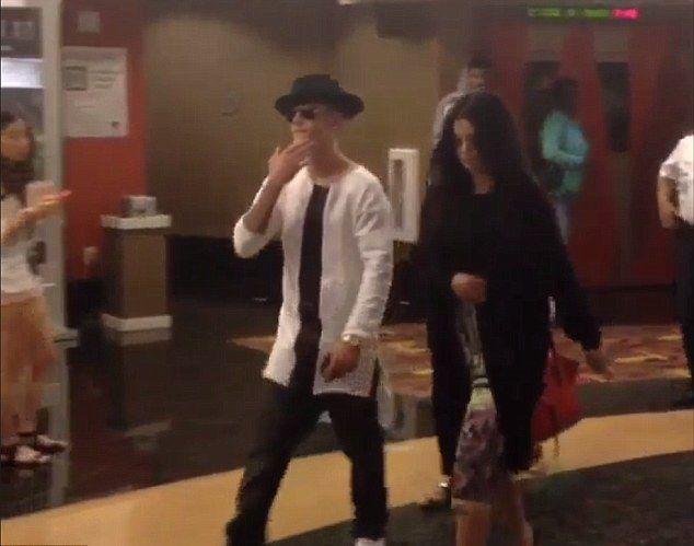 Selena Gomez i Justin Bieber na randce w kinie! (FOTO)
