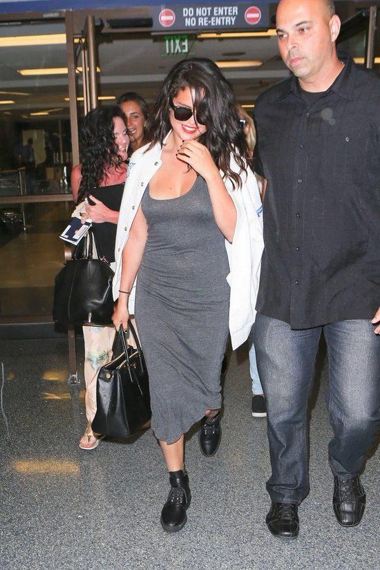 Po Selenie Gomez wida� dodatkowe 5 kilogram�w (FOTO)