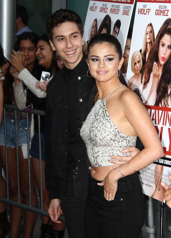 Selena Gomez promuje Behaving Badly (FOTO)