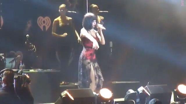 Selena Gomez na scenie: Co jest k*rwa! (VIDEO)
