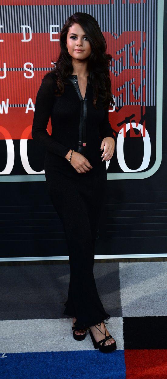 Selena Gomez wypad�a zbyt skromnie na MTV VMA? (FOTO)