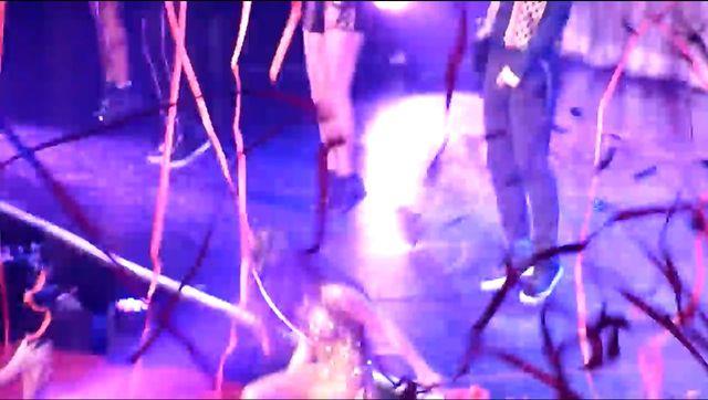 Selena Gomez miała wypadek na scenie (VIDEO)