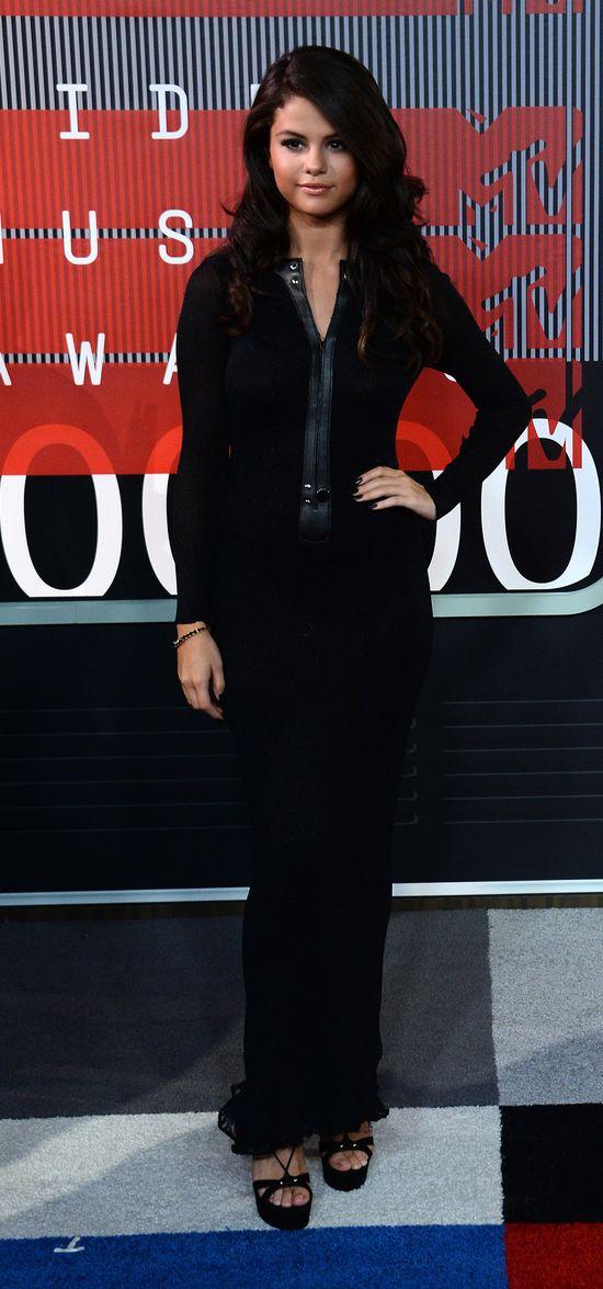 Selena Gomez wypadła zbyt skromnie na MTV VMA? (FOTO)