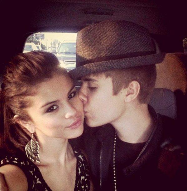Selena Gomez spotyka się z Justinem Bieberem, bo...
