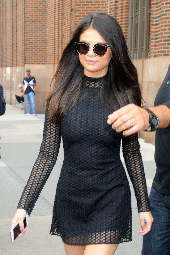 Selena Gomez jedzie po stroju Miley Cyrus (FOTO)