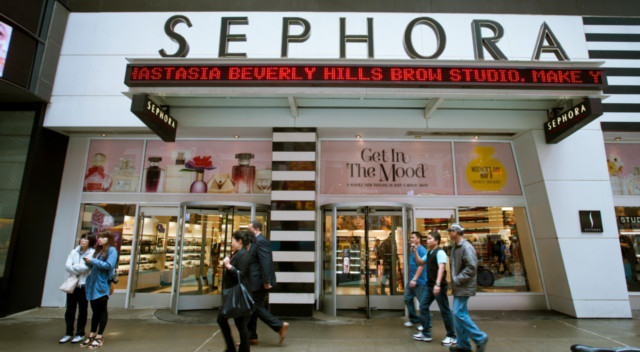 W sklepie Sephory dziecko zniszczyło zestaw do makijażu za ponad 1000 dolarów
