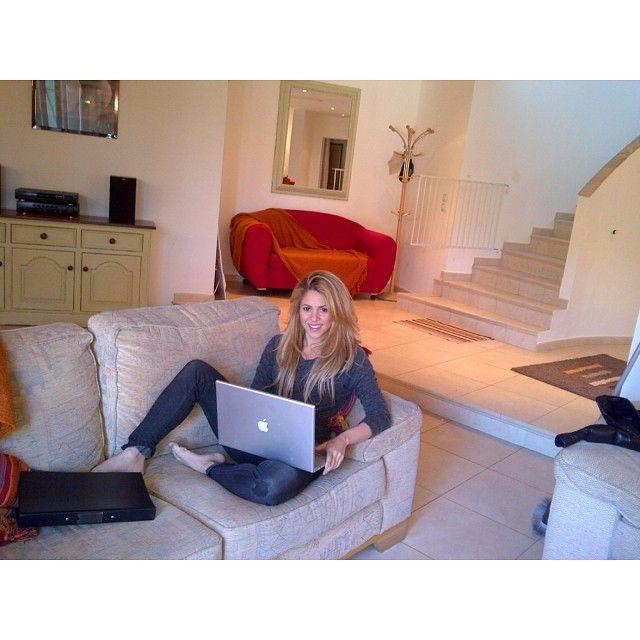 Shakira pisze piosenki w zaciszu apartamentu (FOTO)