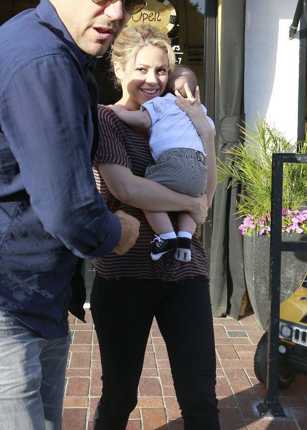 Shakira: B�d� karmi�a Milana piersi� a� do jego studi�w!