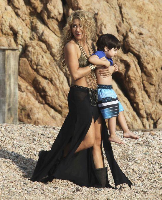 Synek Shakiry przeszkadzał mamie w pracy (FOTO)