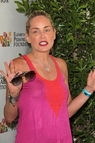 Na twarzy Sharon Stone (w końcu) widać wiek (FOTO)